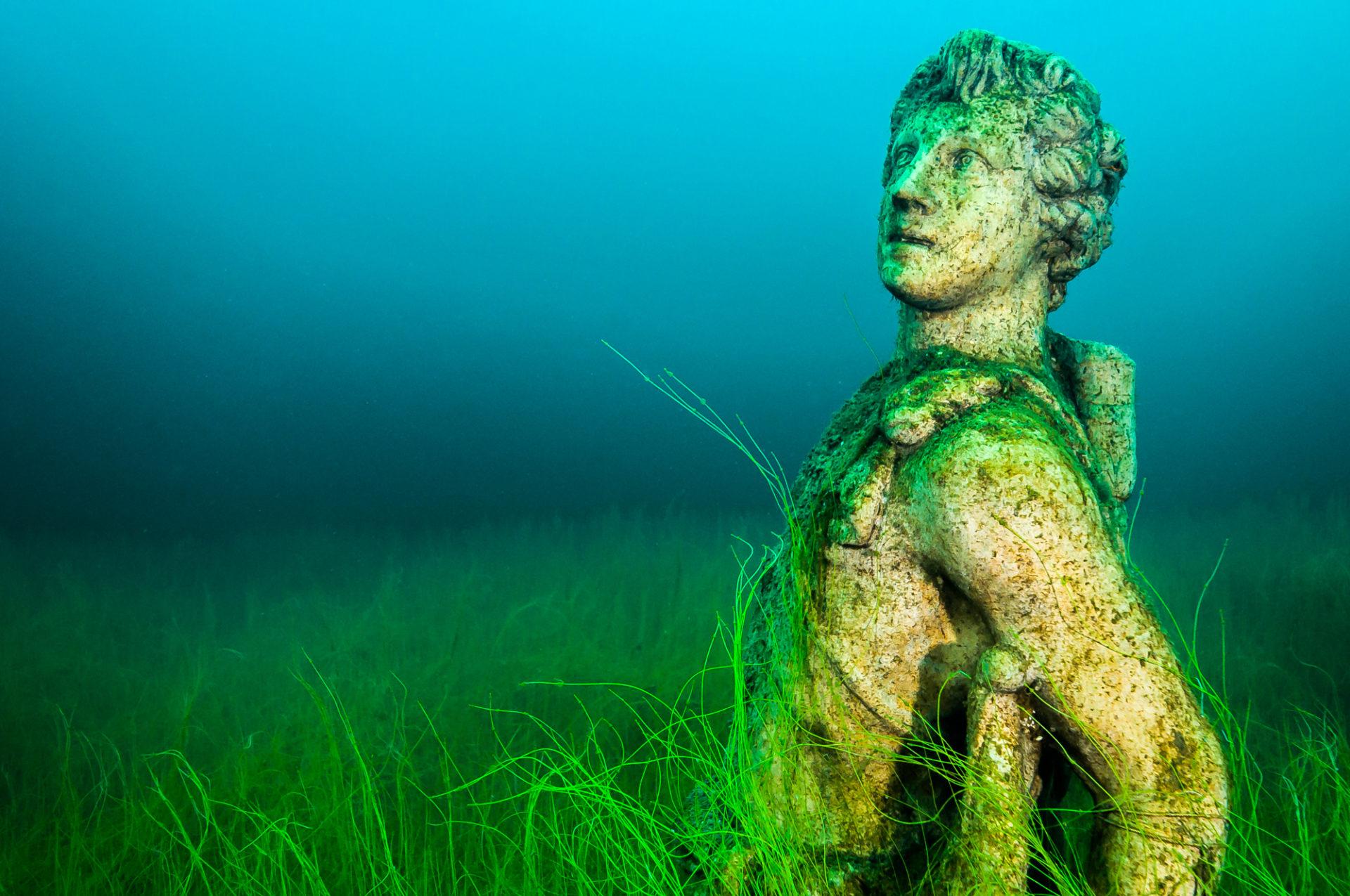 Loch Low-Minn sculptures by Jennifer Idol